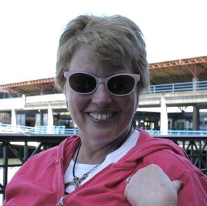 Rosanne-pink-glasses