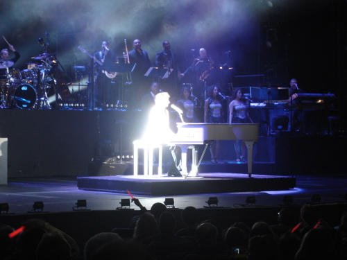 Paris-lv-barry-manilow-glowing